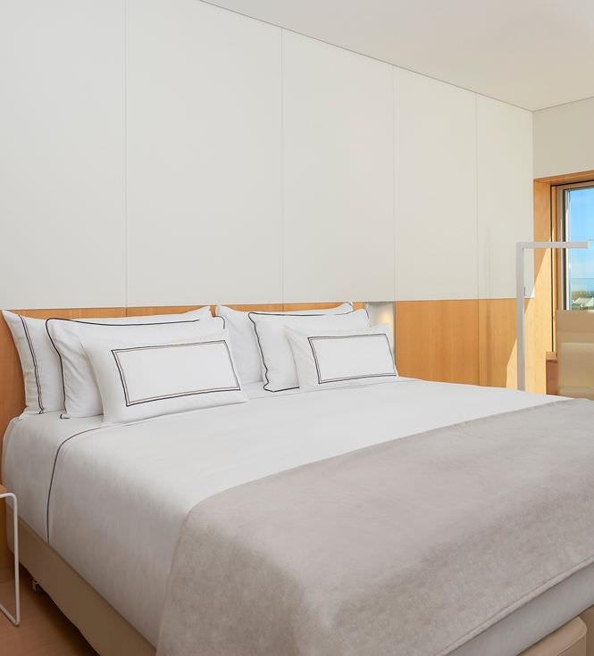 Bed & Bedding Set