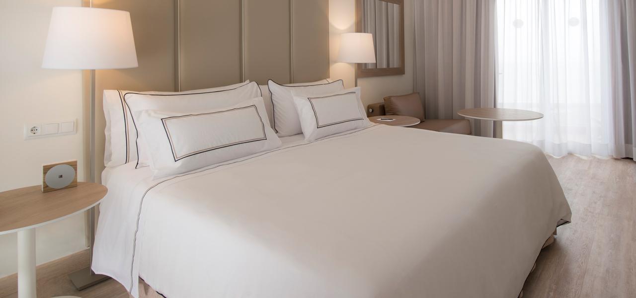 Melia Dreammaker Bed